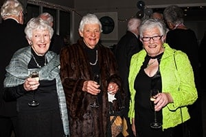 friends-socialising-min-aspiring-lifestyle-retirement-village-wanaka-new-zealand-min-min
