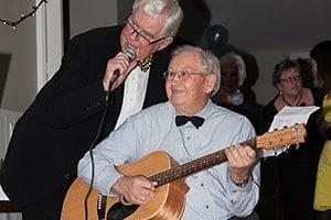 singing-and-playing-music-min-aspiring-lifestyle-retirement-village-wanaka-new-zealand-min-min